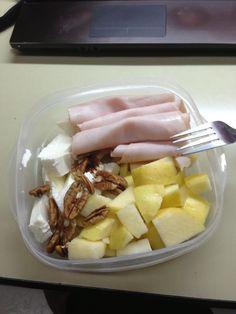 Pechuga de pavo, manzana, queso panela y nuez