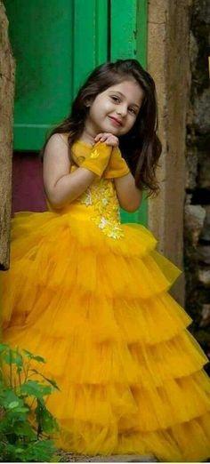 Photography kids poses girls 15 Ideas for 2019 Dresses Kids Girl, Kids Outfits, Cute Baby Girl Wallpaper, Cute Baby Girl Pictures, Kids Gown, Kids Frocks, Cute Little Girls, Beautiful Children, Kind Mode
