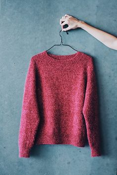 Ravelry: No Frills Sweater pattern by PetiteKnit - Dianes Crafting Sweater Knitting Patterns, Knit Patterns, Knitting Sweaters, Easy Knitting, Loom Knitting, Stitch Patterns, Ravelry, Handgestrickte Pullover, Work Tops
