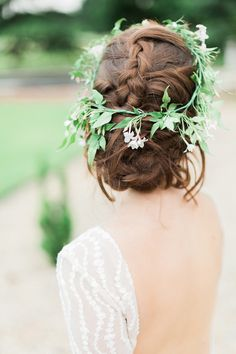30 Stunning Ways to Infuse your Wedding with Greenery - Chic Vintage Brides - - Greenery Bridal Crown Bridal Hairdo, Bridal Crown, Luxe Wedding, Wedding Updo, Wedding Beauty, Green Wedding, Wedding Bride, Wedding Hair And Makeup, Wedding Hair Accessories