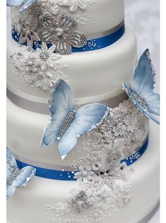 Detail of our Aurora in Blue design with art deco influences in the sugar embroidery