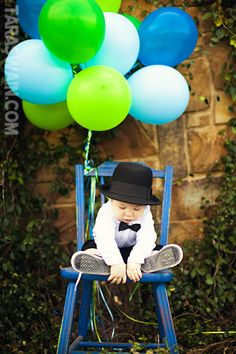 Birthday pics with a lot of balloons! This would be cute for my babys 3rd birthday