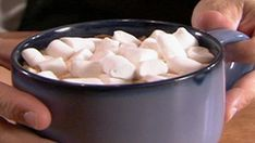 Homemade Marshmallows Recipe, from Alton Brown - Food Network. Been experimenting with marshmallows a lot lately. Marshmallow Recipe Alton Brown, Brown Recipe, Martha Stewart Marshmallow Recipe, Marshmallow Frosting, Recipes With Marshmallows, Homemade Marshmallows, Candy Recipes, Dessert Recipes, Fudge Recipes
