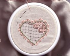 Ago, filo e fantasia » Ricamo d'Assia Types Of Embroidery, Hand Embroidery Designs, Embroidery Art, Embroidery Patterns, Stitch Patterns, Bookmark Craft, Drawn Thread, Hardanger Embroidery, Satin Stitch