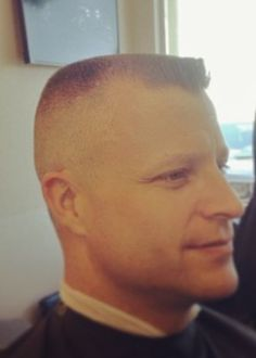 in haircut topics Great Hairstyles, Cool Haircuts, Haircuts For Men, Haircut Men, Young Boy Haircuts, Short Hair Cuts, Short Hair Styles, Flat Top Haircut, Male Pattern Baldness
