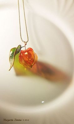amazing resin art physalis with leaf necklace resin jewelry Amazing res. - amazing resin art physalis with leaf necklace resin jewelry Amazing resin art! Cute Jewelry, Diy Jewelry, Jewelry Box, Jewelery, Jewelry Accessories, Women Jewelry, Jewelry Making, Beaded Jewelry, Unique Jewelry