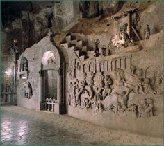 pearse sent me a powerpoint with pictures from this Polish underground salt mine which the miners made into an incredible cathedral. also on the Bucket List. this is just one tiny part of the immense and wonderful place. it's called the Wieliczka Salt Mine.