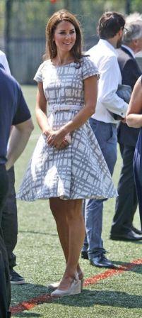 http://blog-static.hola.com/fashionassistance/2012/07/la-duquesa-de-cambridge-impecable-con-un-vestido-de-46-euros-consiguelo-aqui.htmlLa Duquesa de Cambridge impecable con un vestido de 46 euros. Consíguelo aquí | Fashion Assistance