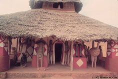 Mbari is a visual art form practiced by the Igbo people in southeast Nigeria consisting of a sacred house constructed as apropitiatory rite. Mbari houses of the Owerri-Igbo, which are large. Religious Architecture, Art And Architecture, African Hut, Vernacular Architecture, Unusual Homes, Black House, Traditional House, Interior And Exterior, Culture