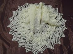 Shawl pattern translated to English now available on Ravelry Crochet Shawl Free, Knitted Shawls, Knit Or Crochet, Lace Knitting, Lace Shawls, Shawl Patterns, Knitting Patterns, Crochet Patterns, Knitting Ideas