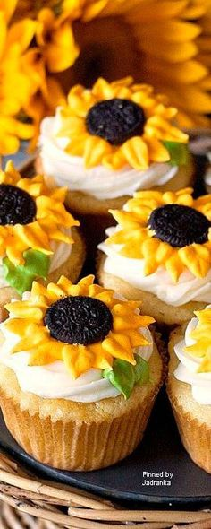 Sunflower cupcakesThese cheerful sunflower cupcakes just make me smile! Especially because the cupcakes are lemon flavor – yum. The homemade cupcakes are Sunflower Cupcakes, Sunflower Party, Sunflower Cake Ideas, Sunflower Birthday Cakes, Yellow Cupcakes, Sunflower Baby Showers, The Sunflower, Fall Sunflower Weddings, Sunflower Wedding Centerpieces