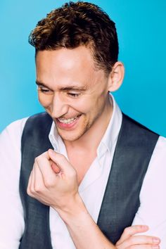 Tom Hiddleston photographed by Denise Truscello at the 2013 D23 Expo on August 9, 2013. Full size image: http://ww2.sinaimg.cn/large/6e14d388gw1f2vby3mbc5j20rs15o10w.jpg Source: Torrilla, Weibo