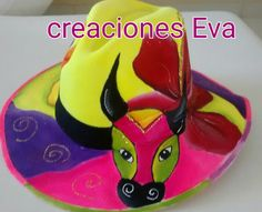 Sombreros carnavaleros pintado a mano. Fabric Painting, Hobbies And Crafts, Sun Hats, Hand Embroidery, Birthday, Mary, Painting On Fabric, Costumes, Ideas