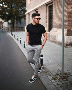 21 Really cool streetstyle looks! - Mr Streetwear Magazine- 21 Really cool streetstyle looks! – Mr Streetwear Magazine 21 Really cool streetstyle looks! Outfit Hombre Casual, Casual Outfits, Black Outfits, Black Shirt Outfit For Men, Mens Grey Pants, Pants For Men, Black T Shirt, Gray Jeans Outfit, Clothes For Men