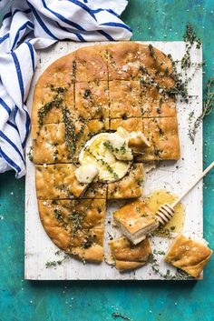 Whether we are ready for it or not, we are hurtling into party season. Be it cozy festive dinners inside or lazy day barbecues around the pool I do think this Baked Camembert Focaccia with Honey and Dukkah will fit with any occasion you are preparing for.