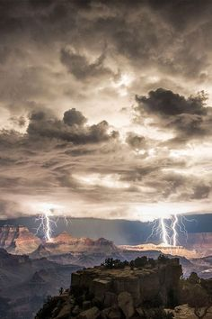 Mother Nature in her glory. I love watching lighting owning the skies!
