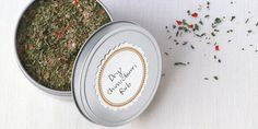 CHIMMICHURRI SPICE In Argentina, this mix of herbs and spices is combined with oil and vinegar and used as a sauce for grilled meats. For best results, use dried herb leaves—not powdered or ground. Rub Recipes, Pork Recipes, Meal Recipes, Spice Blends, Spice Mixes, Spice Rub, Spinach Recipes, Veggie Recipes, Veggie Food