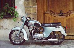 1958 Triumph Twenty-One Standard Motorcycles, Vintage Honda Motorcycles, British Motorcycles, Cool Motorcycles, Triumph Motorcycles, Classic Motorcycle, Classic Bikes, Bmw Cafe Racer, Triumph Bonneville