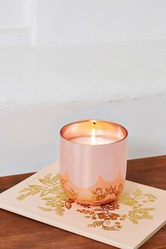 What girl doesn't like champagne?! Jonathan Adler Champagne Candle