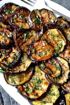 Eggplant with Garlic & Herbs - Grilled vegetables are my go to side dish for any summer barbecue. They are incredibly easy to prep -Grilled Eggplant with Garlic & Herbs - Grilled vegetables are my go to side dish for any summer barbecue. Diet Recipes, Vegetarian Recipes, Cooking Recipes, Healthy Recipes, Grilled Vegetable Recipes, Recipies, Vegetarian Side Dishes, Grilled Food, Grilled Shrimp
