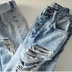 """Topshop destroyed boyfriend jeans Topshop """"Hayden"""" destroyed boyfriend jeans. Super trendy. Worn once and in perfect condition! Topshop Jeans Boyfriend"""