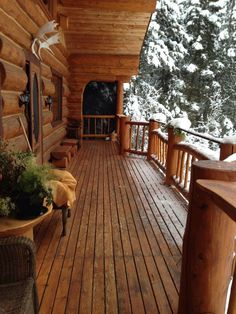 Log Cabin Home Porch with a great view! Log Cabin Living, Log Cabin Homes, Log Cabins, Mountain Cabins, Mountain View, Cabins In The Woods, House In The Woods, Log Home Decorating, Home Porch
