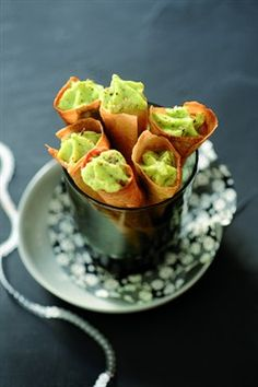 à mettre aussi dans apéro RECIPE - Cornets de mousse de courgette (Source : http://cuisine.larousse.fr/recettes/detail/cornets-de-mousse-de-courgette) #recipe #zucchini