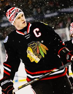 The Captain. Jonathan Toews Chicago Blackhawks The Captain. Chicago Blackhawks, Chicago Hockey, Blackhawks Hockey, Hot Hockey Players, Nhl Players, Hockey Teams, Hockey Baby, Ice Hockey, Hockey Girls