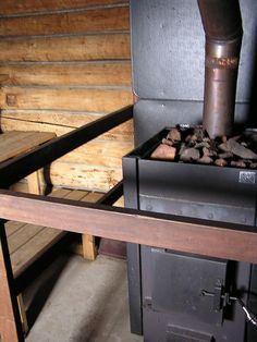 sauna stove Sauna Ideas, Finnish Sauna, Little Cabin, Saunas, Cabins In The Woods, Stove, Pond, Buildings, Workshop