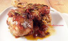 Il Pollo alla Cacciatora è una ricetta classica per preparare gustosamente il pollo, che cuoce in maniera aromaticacon il vino, ottenendo così un delizioso sughetto che lascia la carne morbida e succulenta.