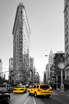 Flatiron Building - Taxi Cabs Yellow - Manhattan - New York City - United States Photographic Print at AllPosters.com