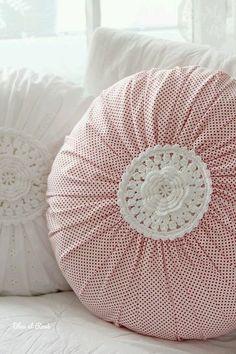 The magical round pillow . The magical round pillow … Crochet Cushions, Sewing Pillows, Crochet Pillow, Diy Pillows, Decorative Pillows, Throw Pillows, Cushion Covers, Pillow Covers, Sewing Crafts