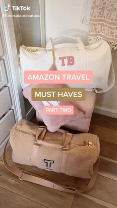 Travel Bag Essentials, Packing Tips For Travel, Travel Ideas, Airplane Essentials, Road Trip Packing, Road Trip Essentials, Amazing Life Hacks, Useful Life Hacks, Simple Life Hacks
