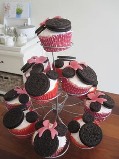 cupcake with marhmallow fluff and oreo cookies mjam