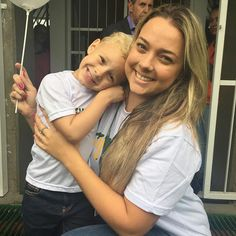 Davi Lucca and his mother, Carolina Dantes Neymar Jr, David Brazil, Daddy And Son, Celebrity Biographies, Celebs, Celebrities, Colorful Fashion, Football Players, Funny Cute