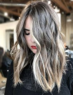 Top 11 hairstyles ideas for spring 2018 textured balayage naturally gains texture Hair Color 2018, Hair 2018, Cool Hair Color, Spring Hairstyles, Messy Hairstyles, Pretty Hairstyles, Hairstyles 2018, Medium Layered Hair, Stylish Hair