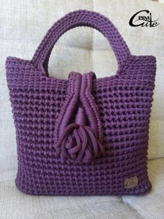 This Pin was discovered by Gün Crochet Wallet, Crochet Tote, Crochet Handbags, Crochet Purses, Knit Or Crochet, Crochet Crafts, Crochet Stitches, Diy Sac, Purse Patterns