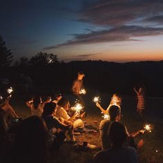 Camping Photos With Friends Outdoors Summer Nights 67 Ideas For . - Camping photos with friends outdoors summer nights 67 ideas for 2019 Camping photos with friends outdoors summer nights 67 ideas for 2019 Camping Aesthetic, Night Aesthetic, Summer Aesthetic, Adventure Aesthetic, Summer Vibes, Summer Nights, Big Fireworks, Sparklers Fireworks, Night Vibes
