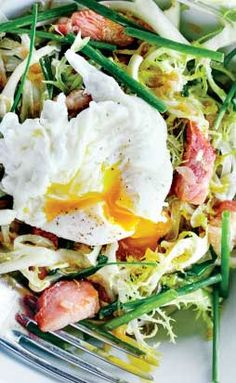 "This classic French bistro salad has us all ""Très magnifique!"""
