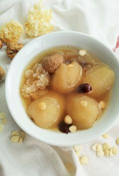 Chinese Pear Soup with Pork Ribs - Chinese pears nourish the throat and lungs, dried apricot kernels helps to relieve cough and white fungus is good for the skin. Pork Rib Recipes, Pear Recipes, Asian Recipes, Asian Foods, Chinese Herbs, Chinese Food, Healthy Chinese, Chinese Desserts, Asian Desserts