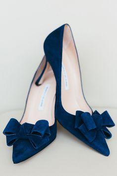 Manolo Blahnik blue velvet pumps with bow details Pretty Shoes, Beautiful Shoes, Stilettos, High Heels, Stiletto Heels, Manolo Blahnik Heels, Shoe Boots, Pump Shoes, Platform Shoes