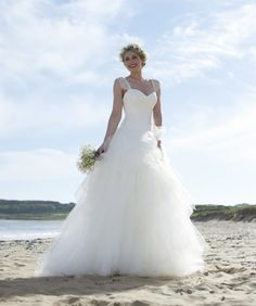 Scarlett. The timeless 2015 Stephanie Allin wedding dress collection #wedding #dress #lace #tulle #sweetheart