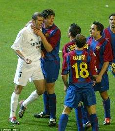 Zinedine Zidane and Luis Enrique were involved in some captivating Clasicos as players and this Saturday will go head-to-head in one for the first time as managers. Football Fight, World Football, Sport Football, Football Players, Psg, Ronaldo, Barcelona Vs Real Madrid, Real Madrid Players, Barcelona Football