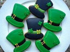 Saint Patrick's Day Fun and Green Food Recipes Irish Cookies, St Patrick's Day Cookies, Iced Sugar Cookies, Fancy Cookies, Cute Cookies, Royal Icing Cookies, Cupcake Cookies, Iced Shortbread Cookies, Sweet Cookies