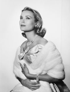 The late American actress and Monaco royal Grace, Princess of Monaco, nee Grace Kelly, 12 November 1929 – 14 September 1982). Description from hollydarjeeling.wordpress.com. I searched for this on bing.com/images