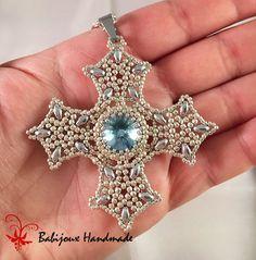 Un vero gioiello questa bellissima croce,Io lo adoro questo ciondolo, sembra quasi un vero gioiello antico.  Lavorato da me in tessitura di