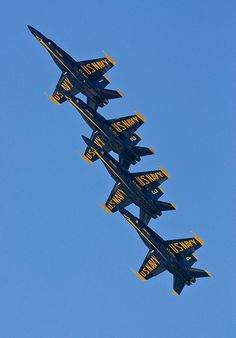 I love the Blue Angels 2010 Air Show, Marietta GA. that year I was roofing the Marietta school so I got to watch them practice/goof off! Blue Angels Air Show, Us Navy Blue Angels, Airplane Fighter, Fighter Aircraft, Military Jets, Military Aircraft, Air Fighter, Fighter Jets, Go Navy