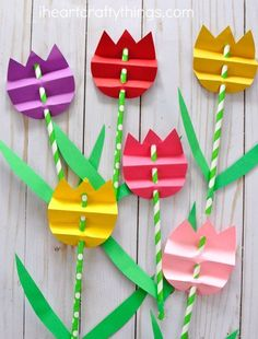 Pretty paper straw tulip crafts for kids, perfect for spring kids crafts, spring flower crafts for kids, flower kids crafts and kids crafts for mother& day. by Gloria Garcia crafts diy Diy Mother's Day Crafts, Easy Easter Crafts, Mothers Day Crafts For Kids, Easter Crafts For Kids, Preschool Crafts, Paper Crafts, Craft Kids, Diy Paper, Kids Diy
