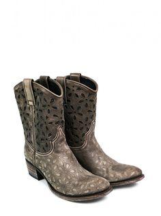 Os presentamos estas fantasticas botas Sendra Boots, unas botas preciosas y con mucho estilo que combinan calidad y diseño y un bonito estampado.  We present these fantastic boots of Sendra Boots, these beautiful and stylish boots combine quality and design and a nice pattern. #Sendra #Boots #Botas #Woman #Trend #Fashion
