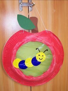 laterne basteln kinder Please visit our website for Toddler Preschool, Toddler Crafts, Preschool Crafts, Kids Crafts, Paper Plate Art, Paper Plate Crafts, Fall Crafts For Toddlers, Diy For Kids, Apple Activities